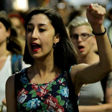 día internacional de la mujer trabajadora 8 de marzo mujer en una protesta
