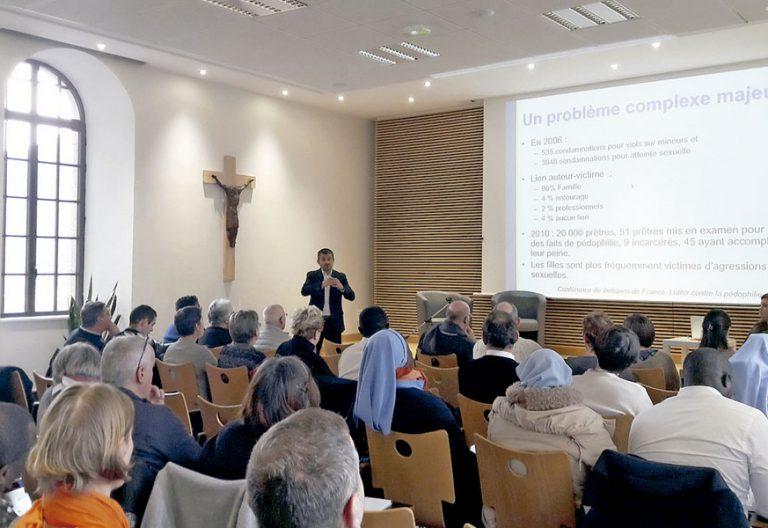 Varias diócesis francesas apuestan por profesionalizar a sacerdotes, religiosos y laicos en contacto con menores