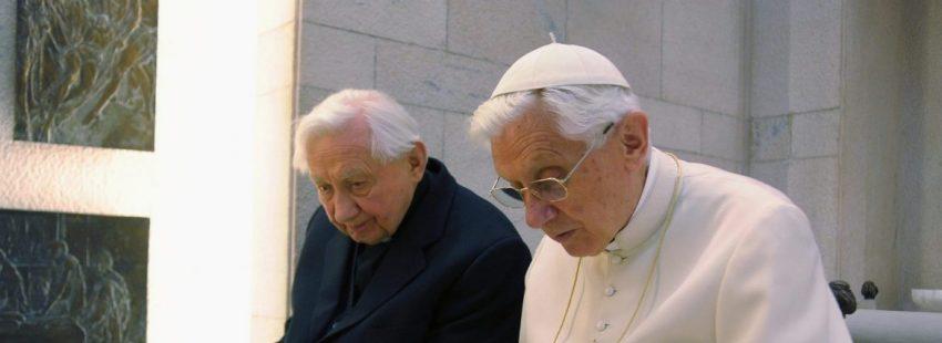 El Papa Benedicto XVI, con su hermano Georg Ratzinger/LOR