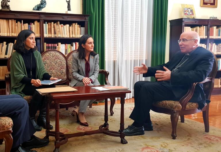 Obispado y delegación de gobierno de Huelva se reunen para abordar el tema de los asentamientos de migrantes