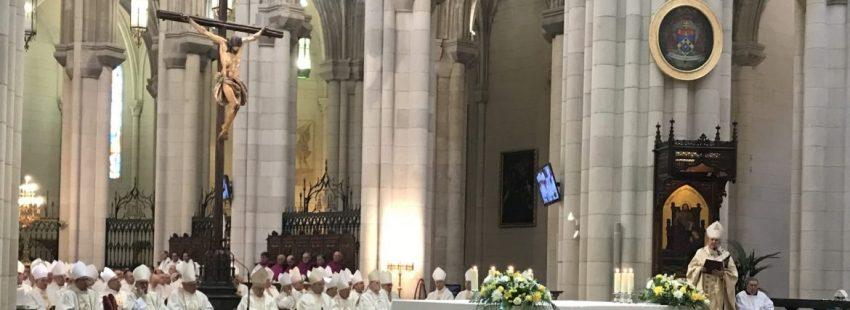 El cardenal Carlos Osoro, en la ordenación episcopal de sus tres obispos auxiliares/JB
