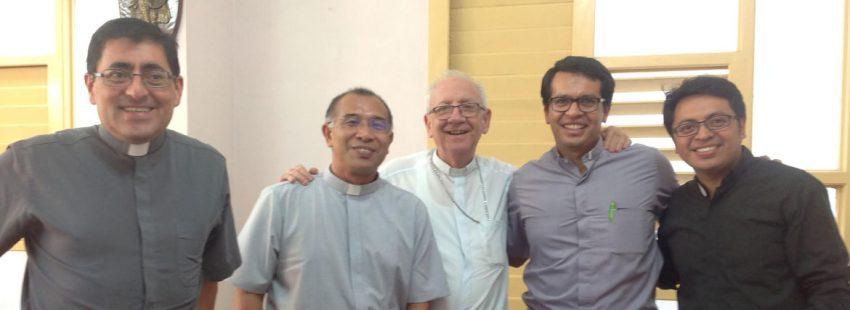 Cuatro agustinos recoletos con el obispo de holguin a su llegada a Cuba