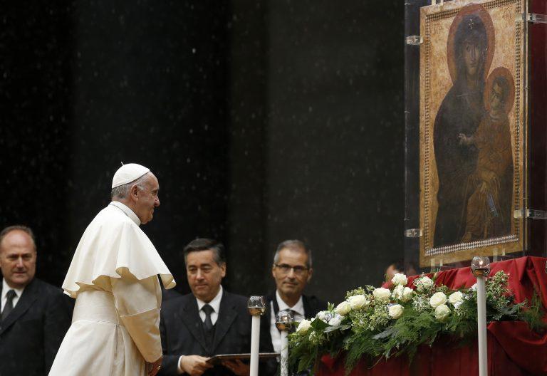 el papa ante la salus populi romani