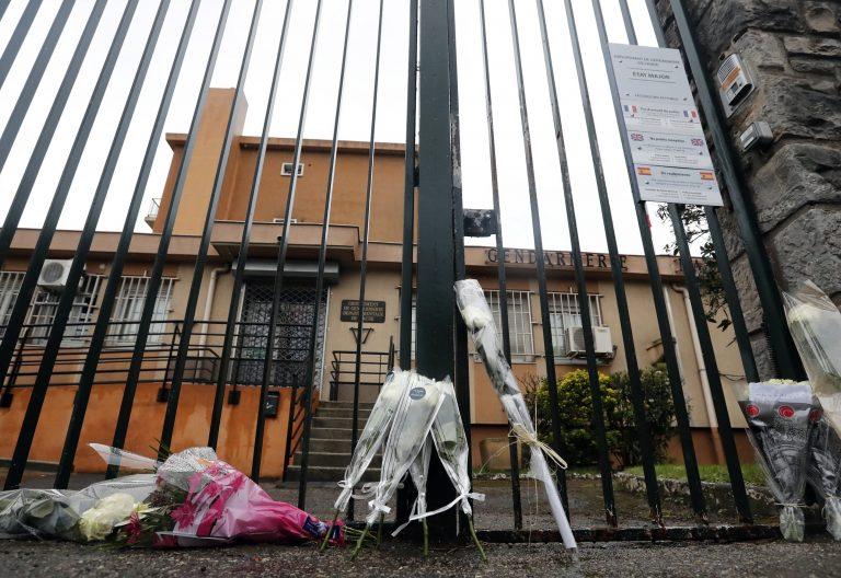 flores en el lugar del atentado fde francia el pasado dia 23 de marzo de 2018