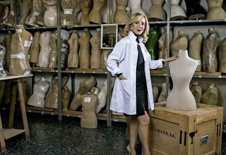 Carmen Lomana muestra su colección de alta costura