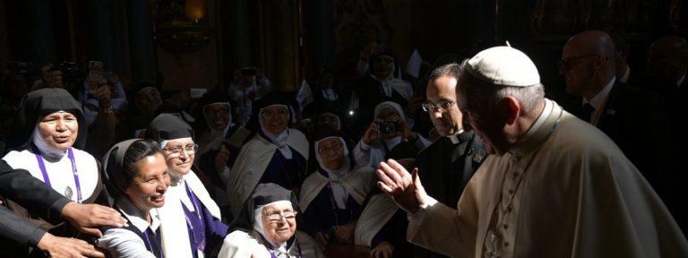 El Papa Francisco, con un grupo de religiosas en Perú/LOR