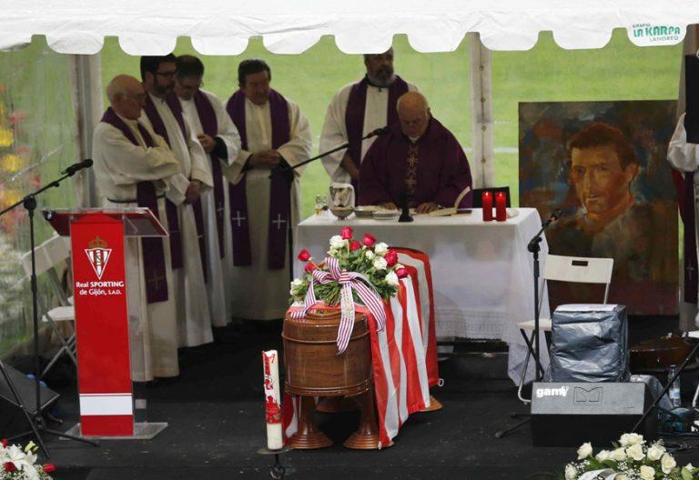 Fueyo preside el funeral de Quini