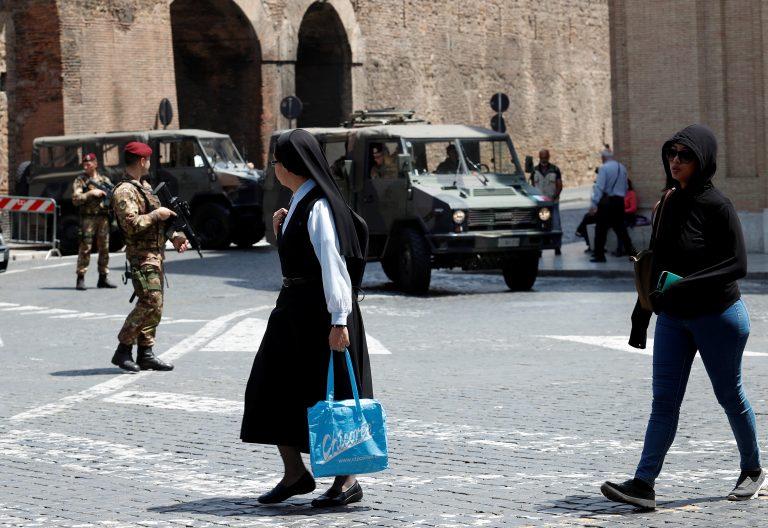 Fuerte despliegue de seguridad en las inmediaciones de la Plaza de San Pedro
