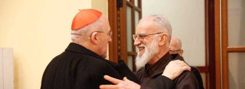 Rainero Cantalamessa saluda al cardenal Carlos Osoro en Madrid