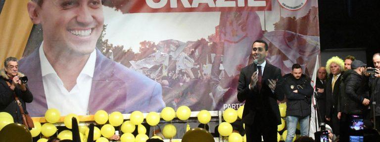 el candidato del movimiento 5 estrellas de italia celebra su voctoria en las ultimas elecciones
