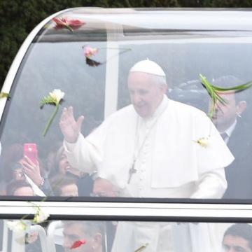 Francisco visita los santos lugares del Padre Pío