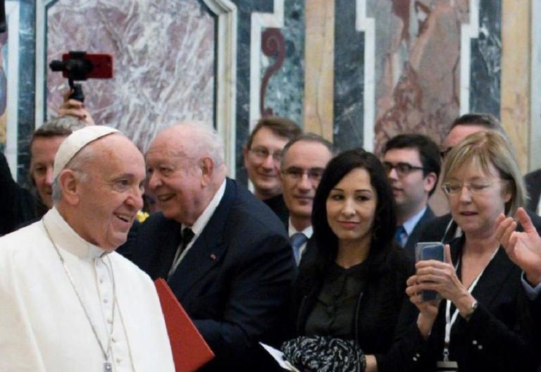 El Papa Francisco ofrece un discurso a los políticos de la región de Marsella