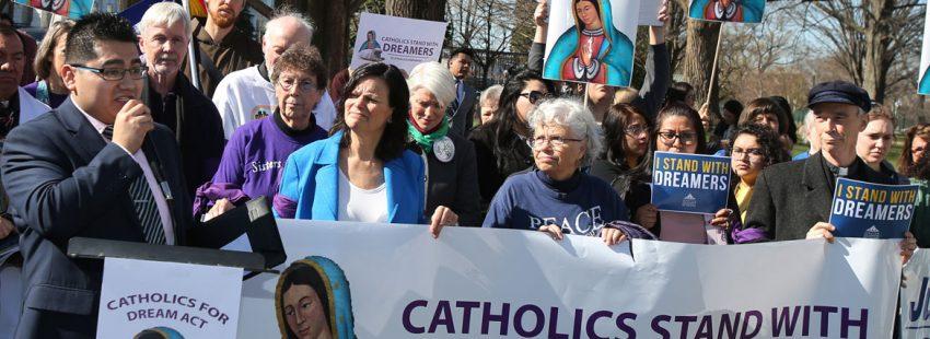 Manifestacion de catolicos en washington defendiendo los derechos de los dreamers