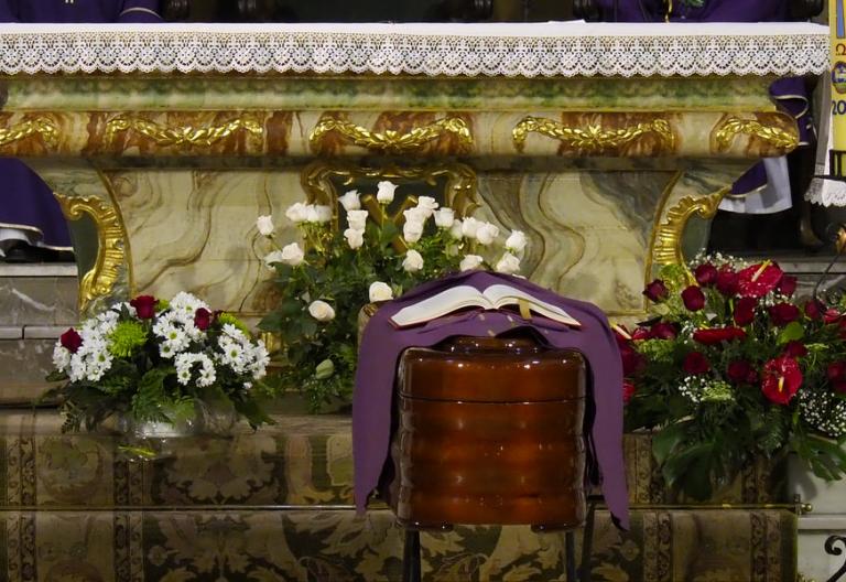 El papa francisco habla de la gratuidad de la misa de los difuntos