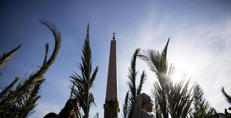La Plaza de San Padre, durante la procesión del Domingo de Ramos/EFE
