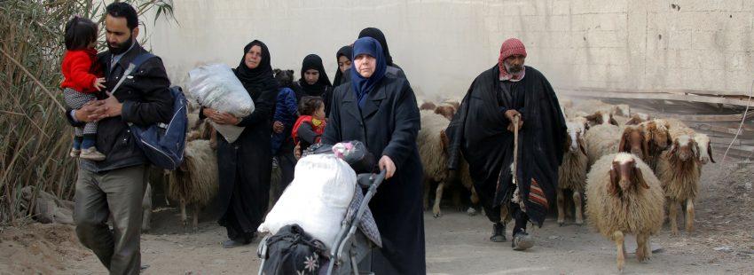 Siria continúa en guerra y miles de civiles abandonan el país