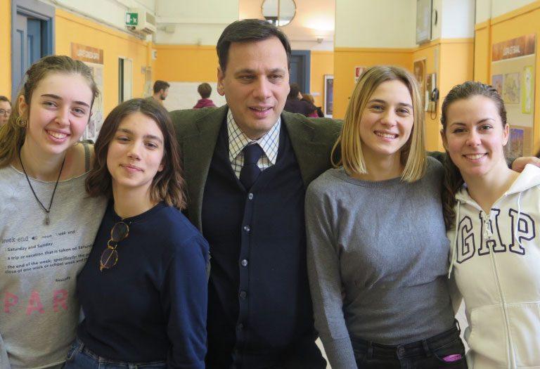 Alumnos y profesor protagonistas del Via Crucis 2018 Coliseo
