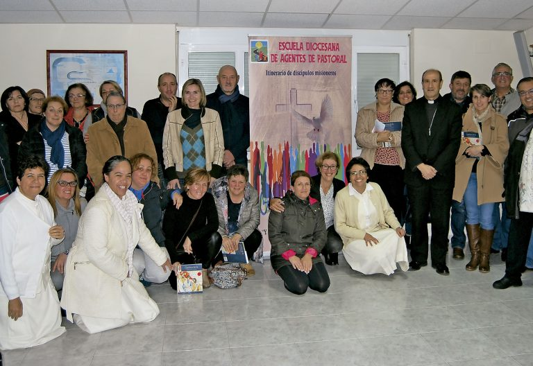 Grupo de laicos de la Archidiócesis de Santiago de Compostela que van a hacerse cargo de varias parroquias rurales