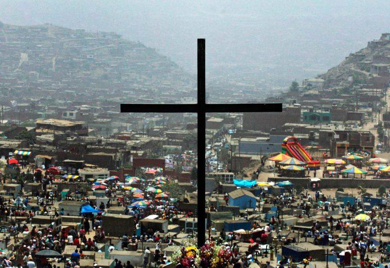 Cruz en medio del mundo