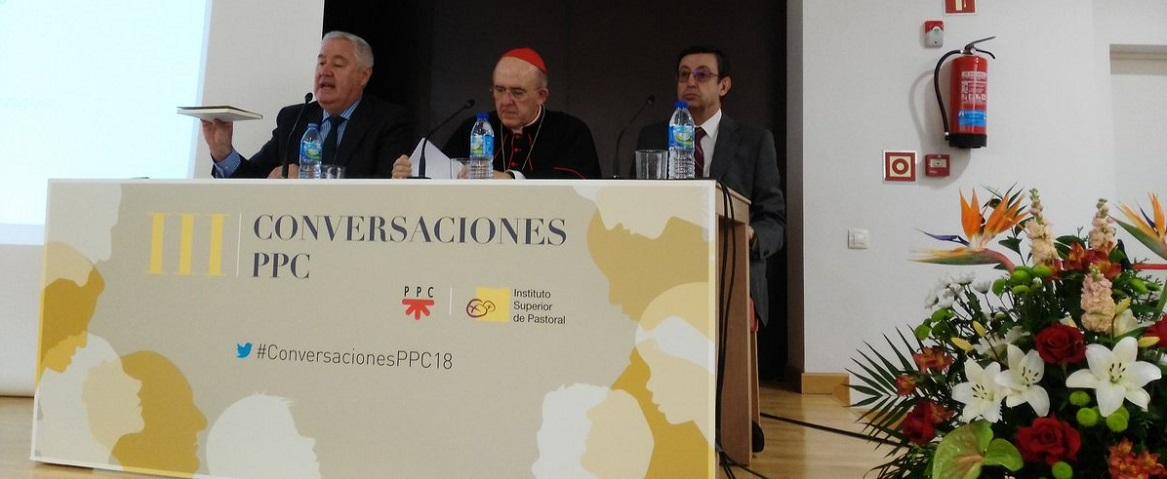 El cardenal arzobispo de Madrid, Carlos Osoro, junto a Pedro Miguel García, director de PPC España, y Antonio Ávila, director del Instituto Superior de Pastoral