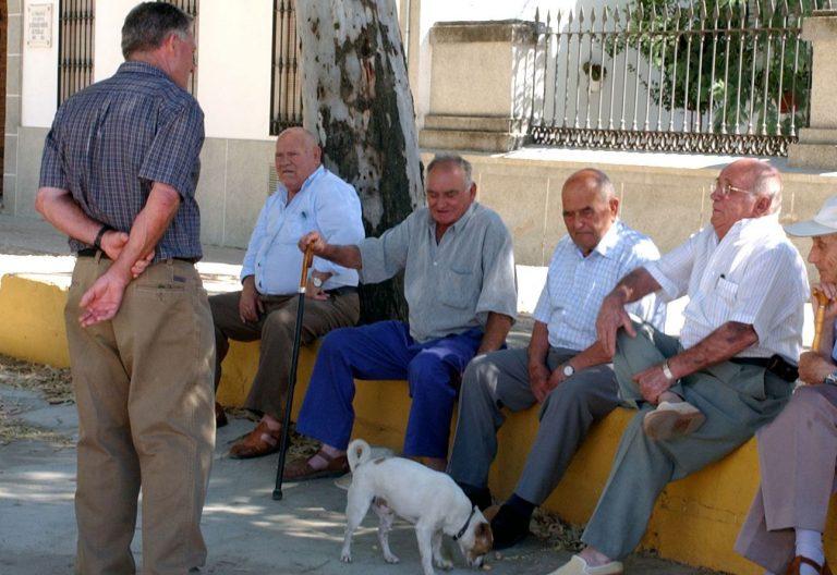 Un grupo de ancianos personas mayores tercera edad