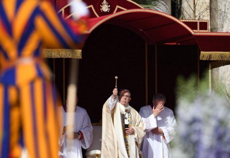 El Papa Francisco, durante la misa del Domingo de Resurrección 2018/EFE