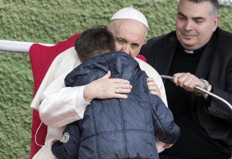 El papa Francisco, en la parroquia de San Pablo de la Cruz en Roma/EFE