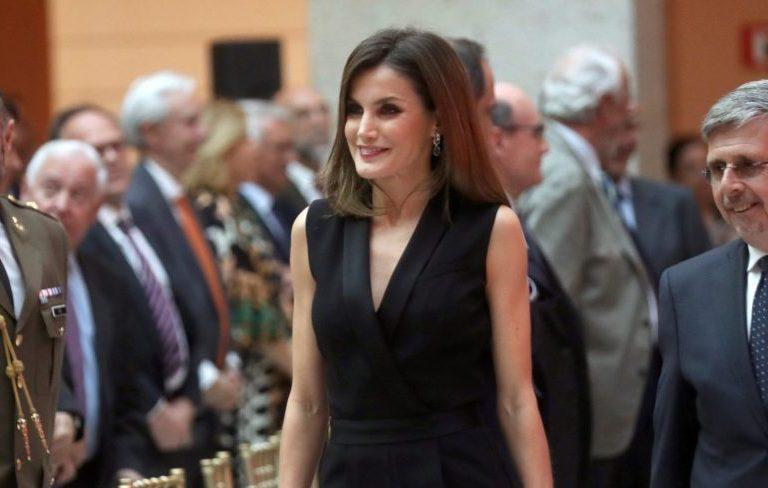 La reina Letizia junto al presidente de SM, Luis Fernando Crespo/EFE