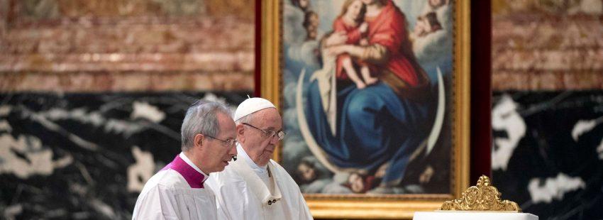 El papa Francisco celebra una misa ante 550 misioneros de la misericordia