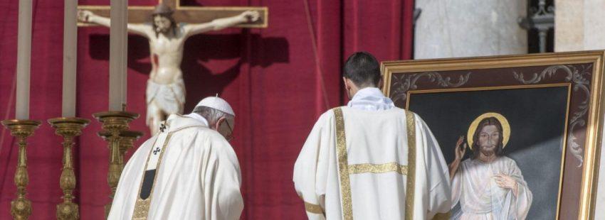 El Papa Francisco celebra el domingo de la Divina Misericordia/EFE