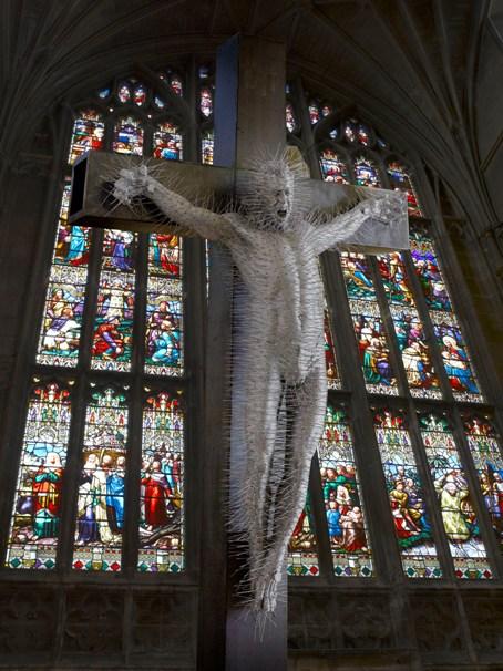 Crucifixion de David Mach imagen para el blog de Fernando Vidal