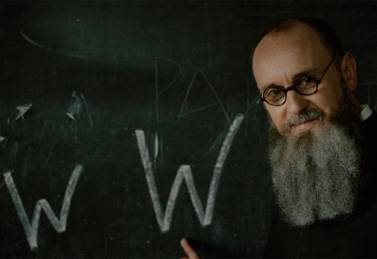 Adam Woronowicz es Maximiliano Kolbe, en 'Dos coronas'