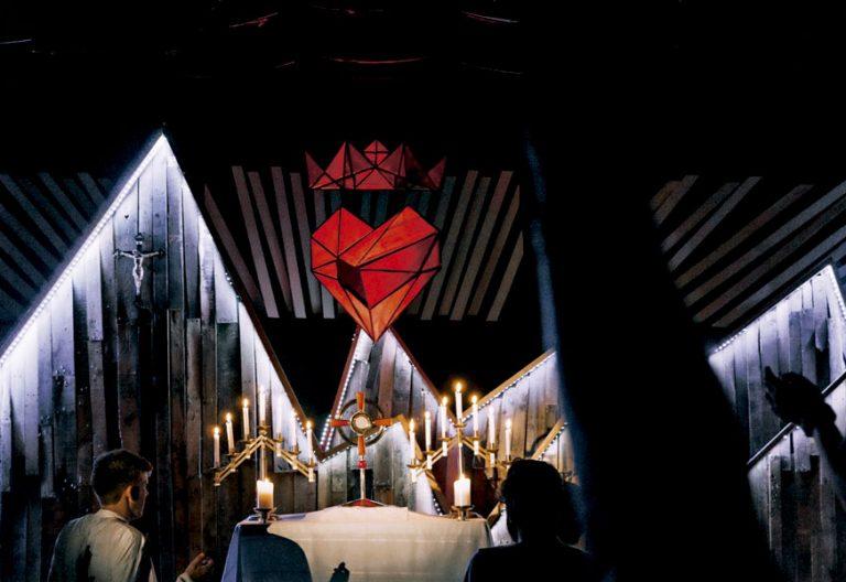 Adoración al Santísimo durante un encuentro de Life Teen. Foto: Life Teen