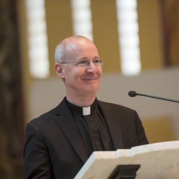 El jesuita estadounidense James Martin