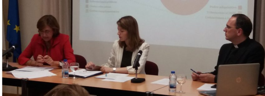 Ester Martín –en el centro–, directora de la Oficina de Transparencia de la CEE, durante la presenatciuón del studio sobre el impacto de la educación católica el 28 de mayo de 2018 en Madrid