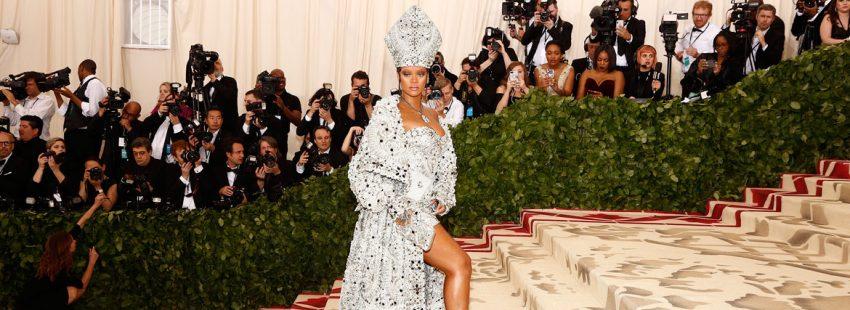 La cantante Rihanna, en la alfombra roja de la Gala MET 2018
