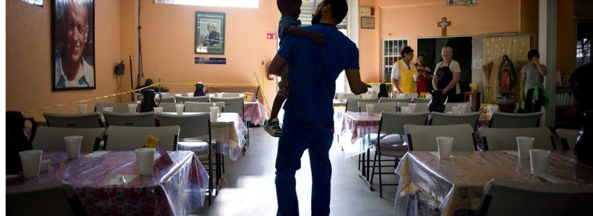 Voluntario salesiano en un comedor de esta congregación en México