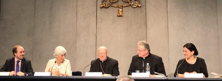 El cardenal Kevin Farrell presenta el documento 'Dar lo mejor de uno mismo' en el Vaticano