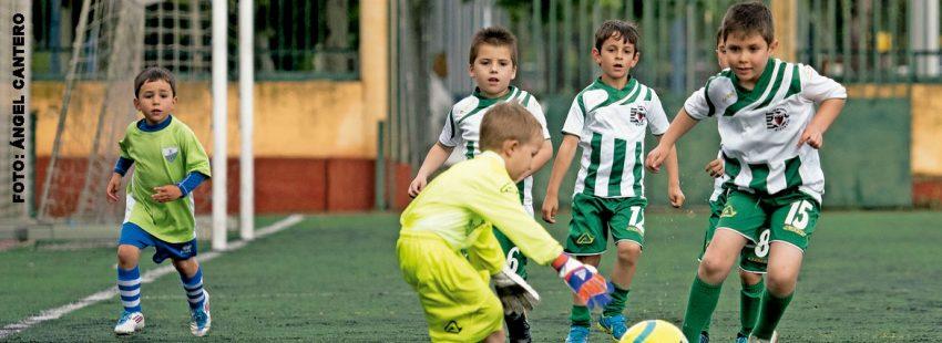 Varios niños de un proyecto de fútbol solidario de los salesianos en  Valladolid 9de16c3fa7b6e