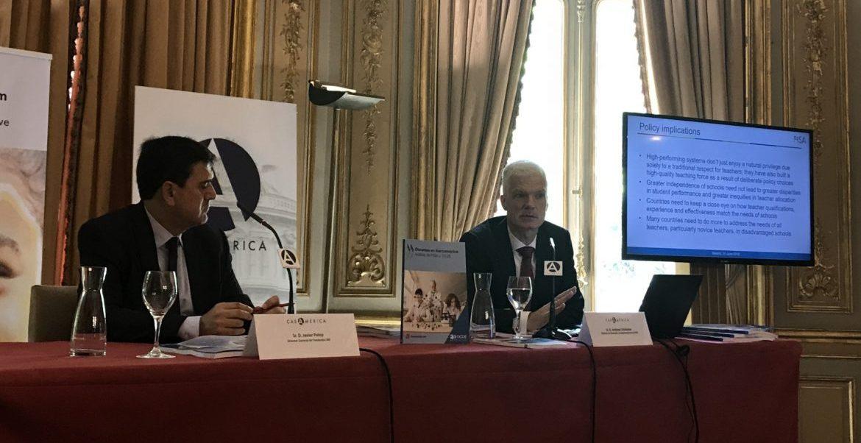El director de Educación y Competencias de la OCDE, Andreas Schleicher, junto al presidente de la Fundación SM, Javier Palop