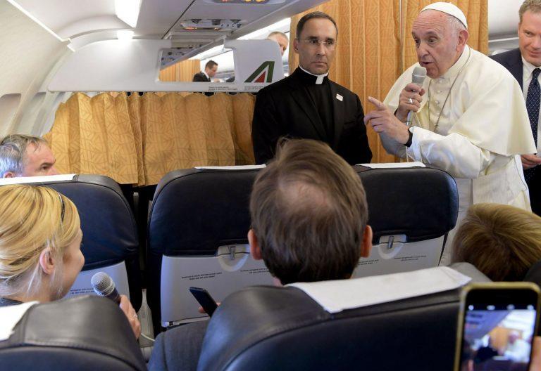 Francisco en el avión de vuelta de su viaje a Ginebra