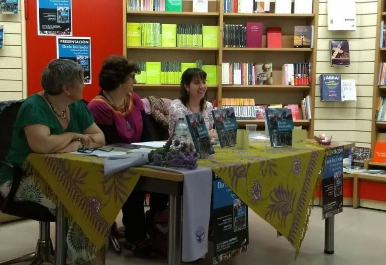 Pepa Torres y militantes de la JOC presentando un libro en Zaragoza en mayo de 2018