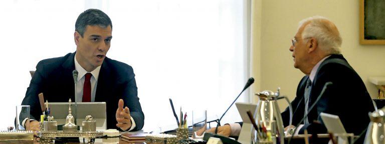 Pedro Sánchez y Josep Borrell, en el primer Consejo de Ministros del Gobierno junio 2018