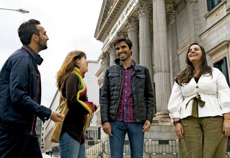 Jóvenes creyentes y militantes políticos reunidos por Vida Nueva tras el nuevo Gobierno de Pedro Sánchez