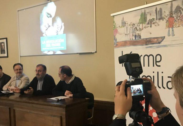 """Fernando Vidal presenta el libro """"La revolución del padre"""""""