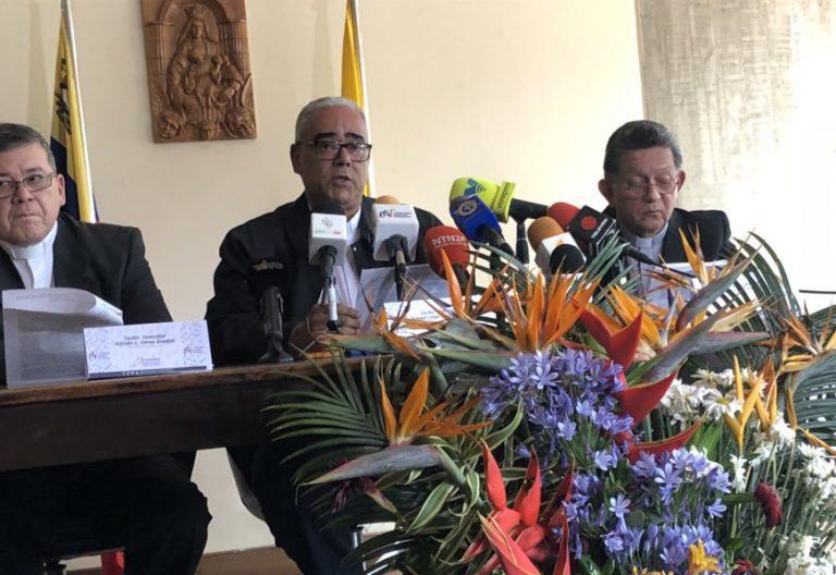 anuel Felipe Díaz, arzobispo de Calabozo, quien estuvo acompañado de Alfredo Torres, obispo de San Fernando de Apure y Juan Carlos Bravo, obispo de la Diócesis de Acarigua Araure