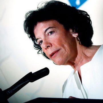 La ministra de Educación, Isabel Celaá, durante el desayuno informativo de Fórum Europa