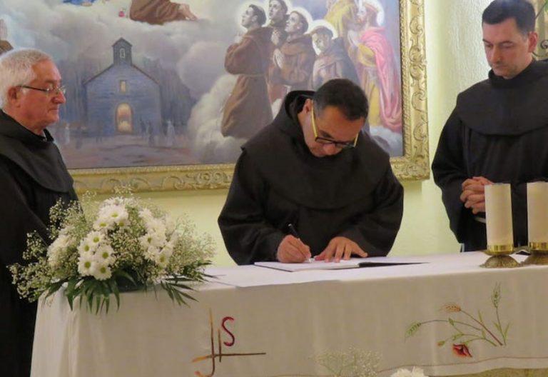 Franciscanos de murcia en un acto en la capilla de su convento.
