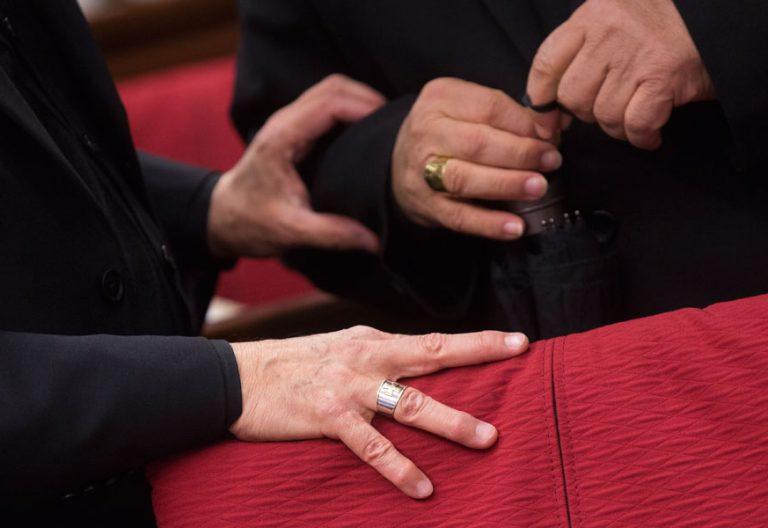 Obispos conversando antes del inicio de los trabajos de la Asamblea Plenaria. Foto de 2013. Autor: Luis Medina