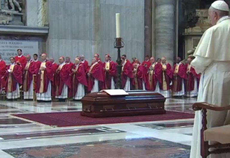 funeral del cardenal camarlengo jean louis tauran en la basilica de san pedro en presencia del papa francisco
